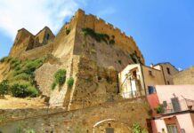 Earth houses for Rent Aribnb in Rocca Imperiale, Calabria