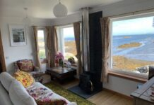 Outer Hebridean Airbnb cottage on the seashore